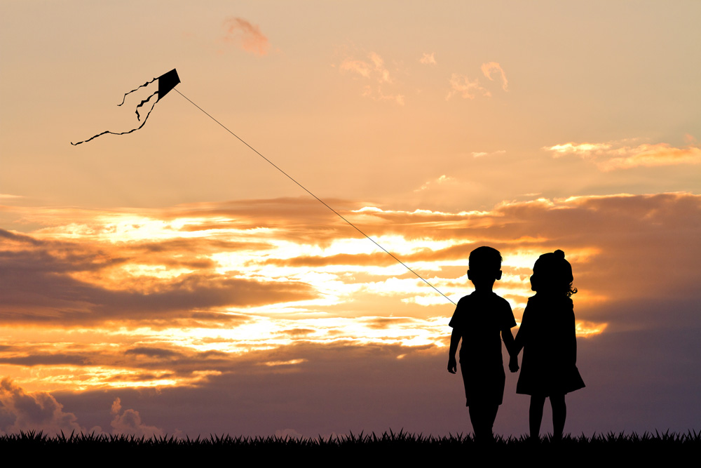Kids-Flying-Kites